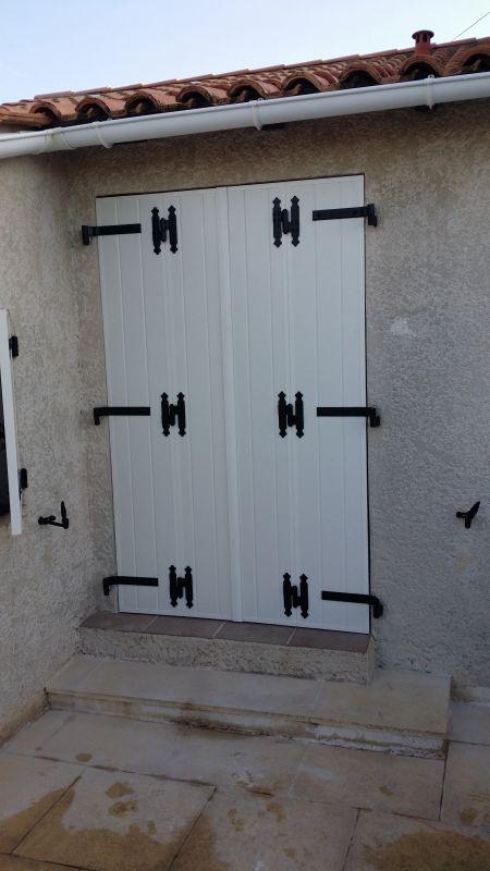 Pose de volets battants aluminium isol aux pennes for Volets interieurs isolants