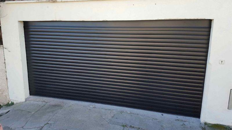 Installation d 39 une porte de garage enroulable marseille for Systeme verrouillage porte garage