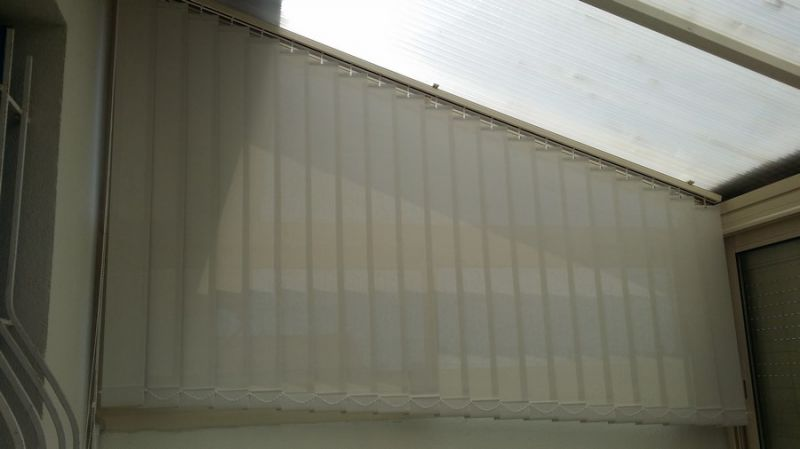 Pose d 39 un store int rieur bandes verticales marseille for Store bande verticale marseille