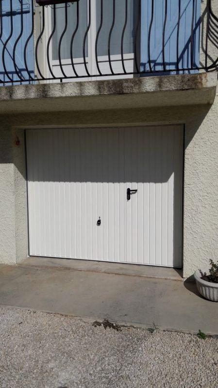 Pose d 39 une porte de garage basculante avec portillon for Garage marseille 13013