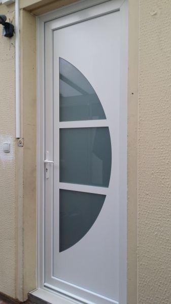 installation d 39 une porte d 39 entr e en pvc blanc aux pennes mirabeaux 13170 pose de syst me d. Black Bedroom Furniture Sets. Home Design Ideas