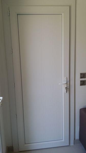 pose d 39 une porte d 39 entr e en verre et d 39 une porte de service en pvc rousset 13790 pose de. Black Bedroom Furniture Sets. Home Design Ideas